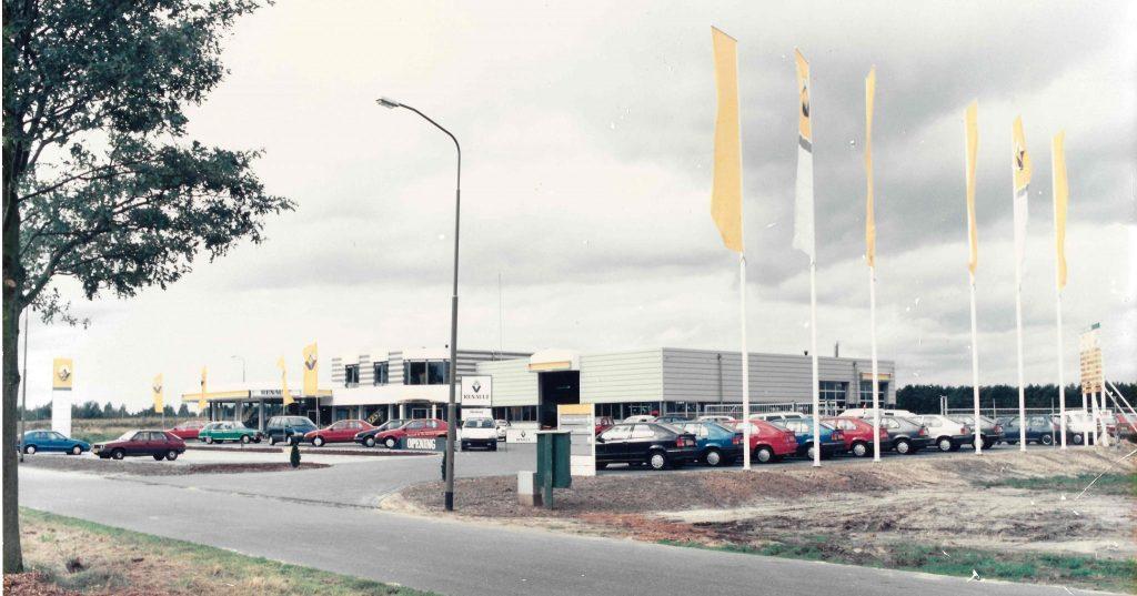 De vestiging in Emmen van Autobedrijf J. Hoiting tijdens de opening in 1988